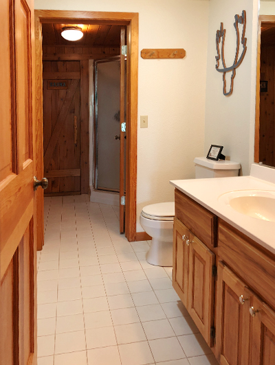 lake-superior-cabin-rental-highbrow-2nd-bath-1