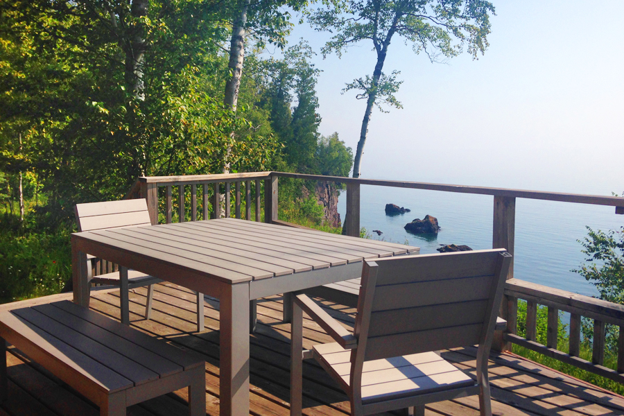lake-superior-cabin-rental-highbrow-deck-1