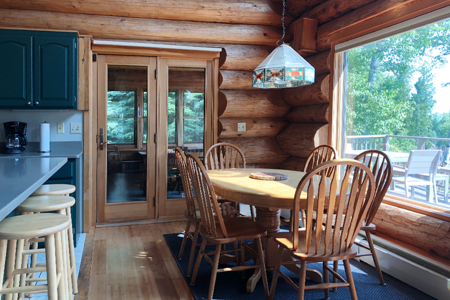 lake-superior-cabin-rental-highbrow-dining-room-1