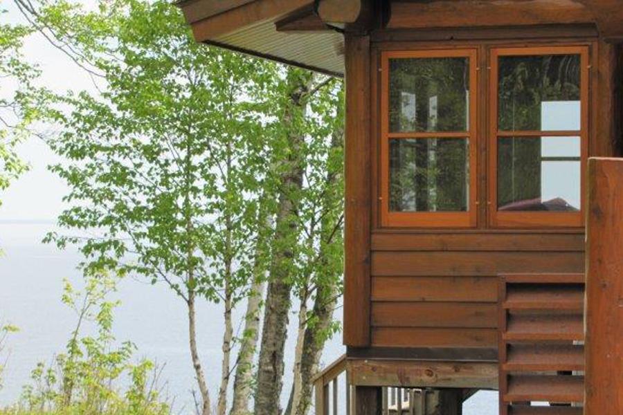 lake-superior-cabin-rental-highbrow-exterior-3