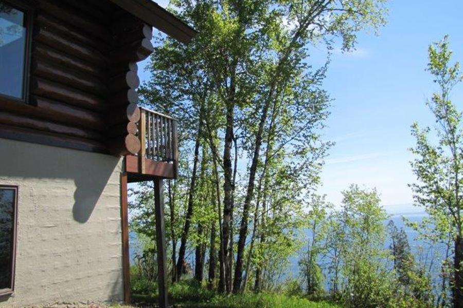 lake-superior-cabin-rental-highbrow-exterior-7