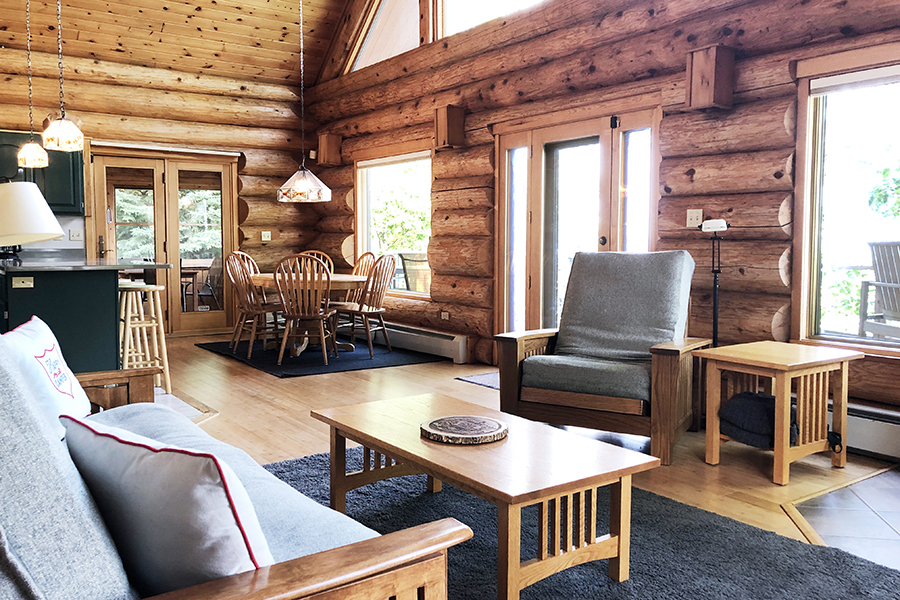 lake-superior-cabin-rental-highbrow-living-room-2