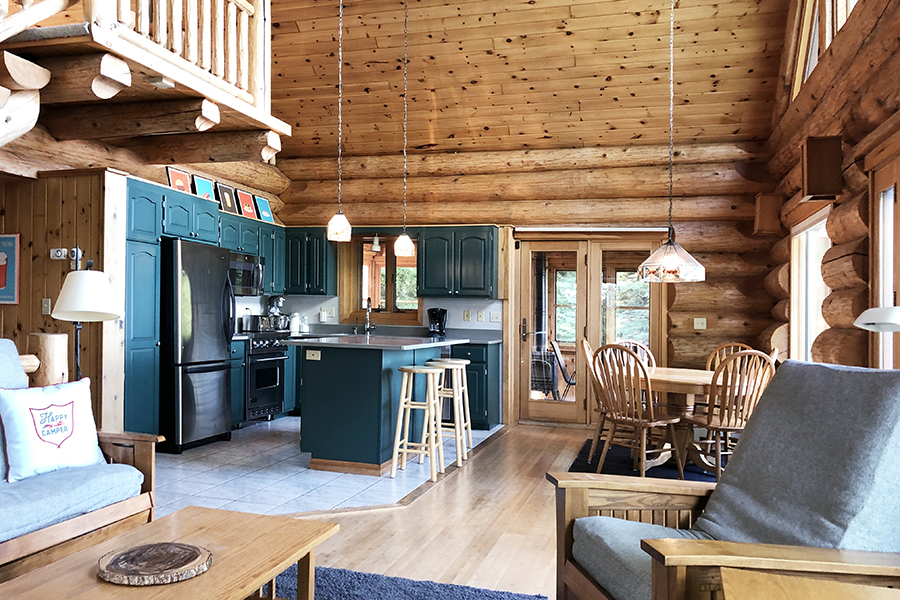 lake-superior-cabin-rental-highbrow-living-room-3