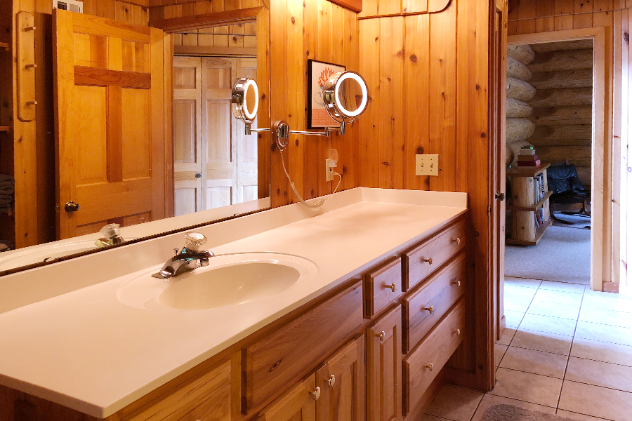 lake-superior-cabin-rental-highbrow-main-bath-1