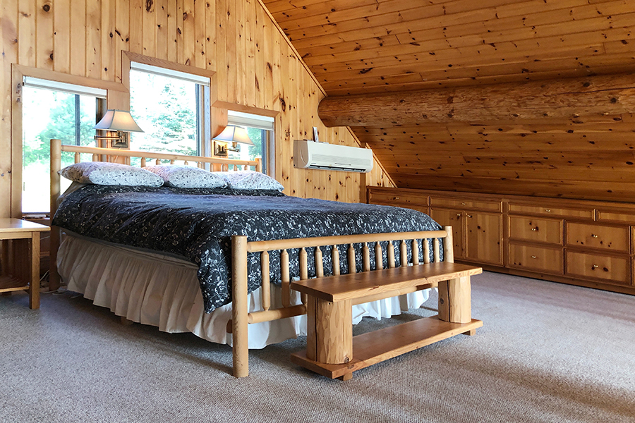 lake-superior-cabin-rental-highbrow-master-bed-3