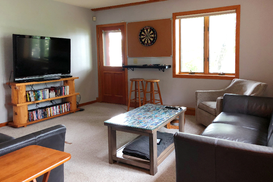 lake-superior-cabin-rental-highbrow-rec-room-1